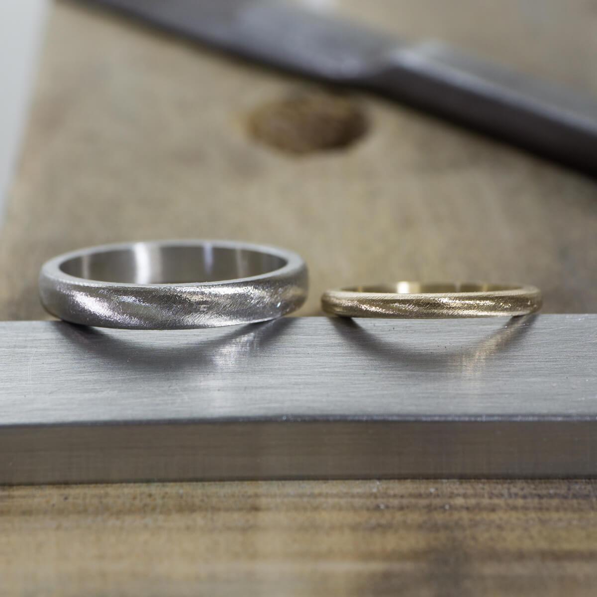 場面3 オーダーメイド結婚指輪の制作風景 ジュエリーのアトリエに指輪 ゴールド、プラチナ 屋久島でつくる結婚指輪
