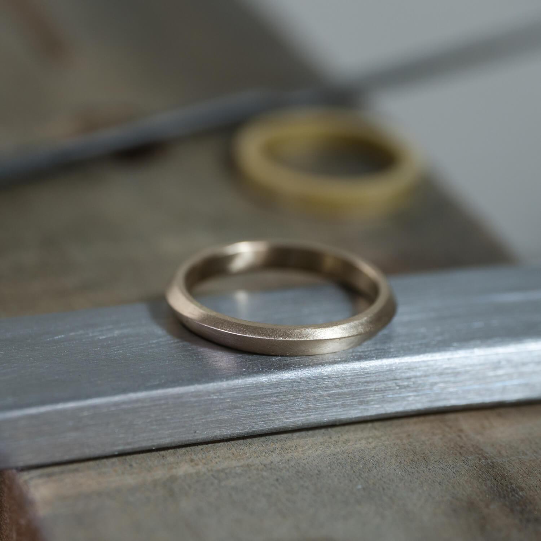 場面2 オーダーメイドマリッジリングの制作過程 屋久島ジュエリーのアトリエ ゴールドリング 屋久島の海モチーフ 屋久島でつくる結婚指輪