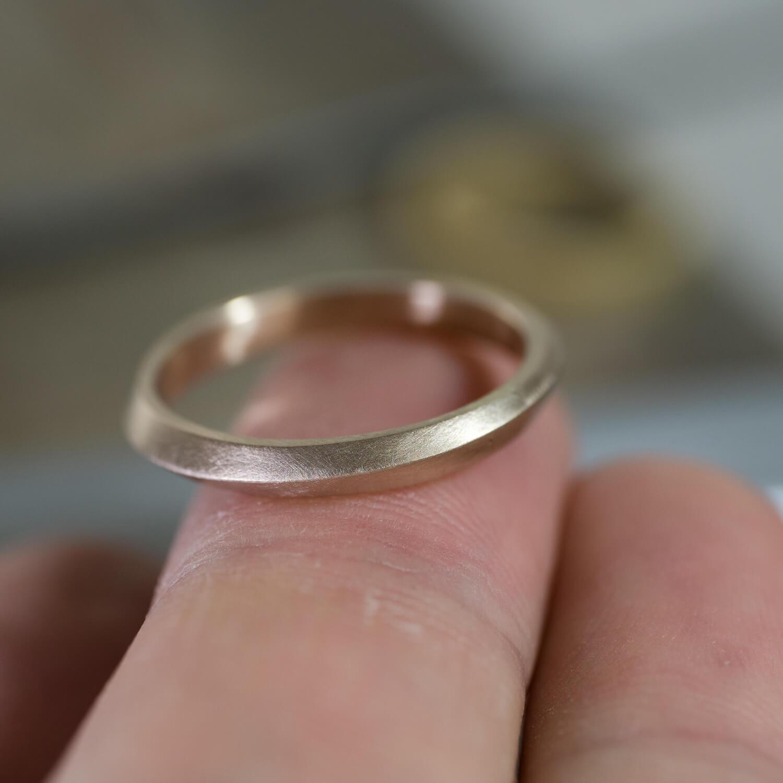 場面3 オーダーメイドマリッジリングの制作過程 屋久島ジュエリーのアトリエ ゴールドリング 屋久島の海モチーフ 屋久島でつくる結婚指輪