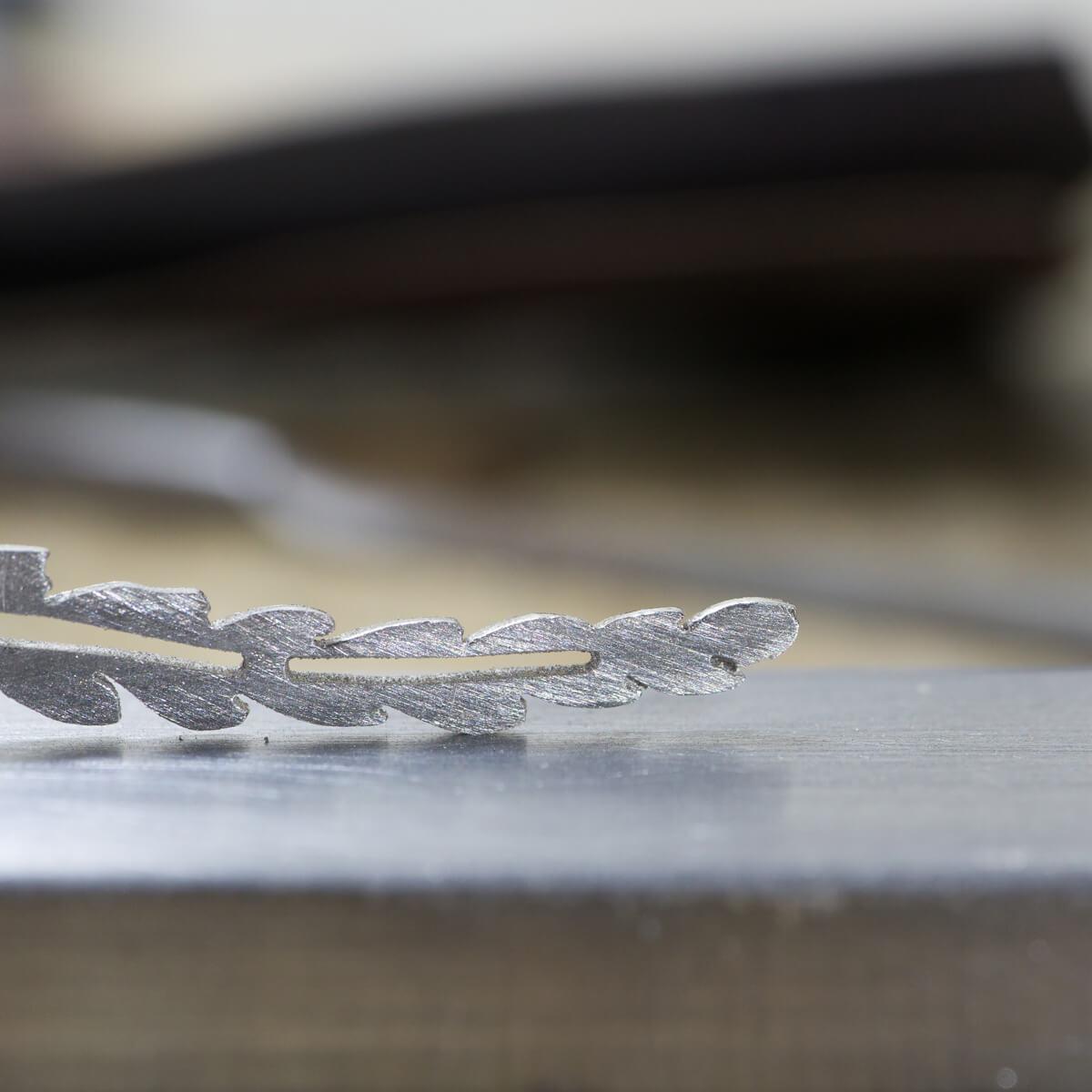 オーダーメイドエンゲージリングの制作風景 ジュエリーのアトリエ 屋久島のシダモチーフ プラチナ 屋久島でつくる結婚指輪