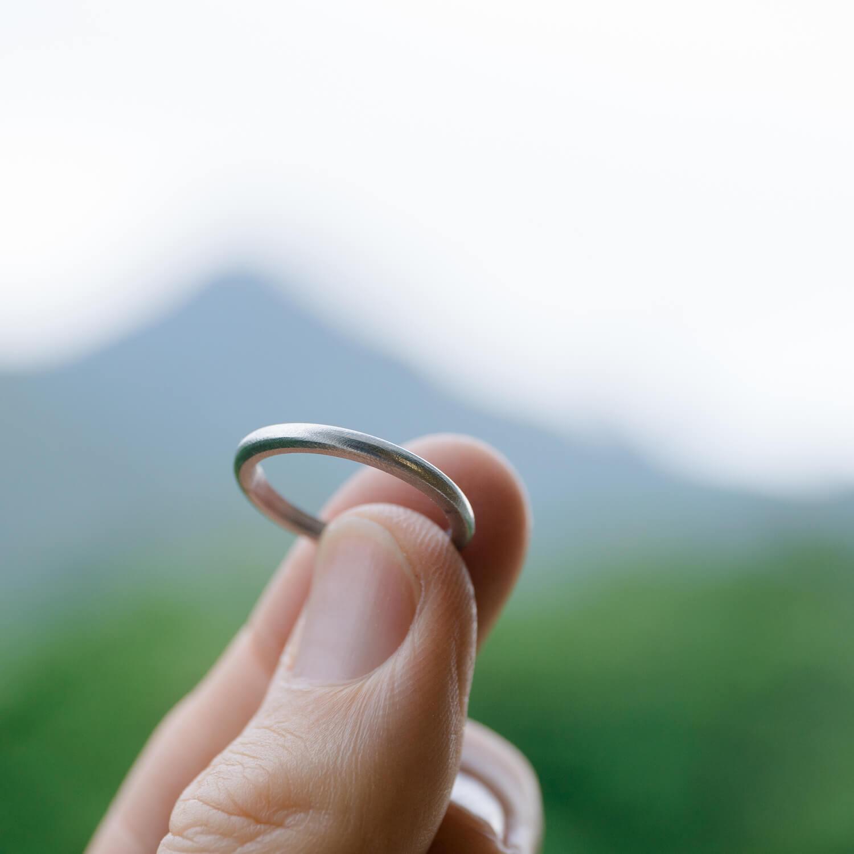 リングにフォーカス 屋久島の山々 オーダーメイドマリッジリングの制作過程 プラチナリング  屋久島でつくる結婚指輪
