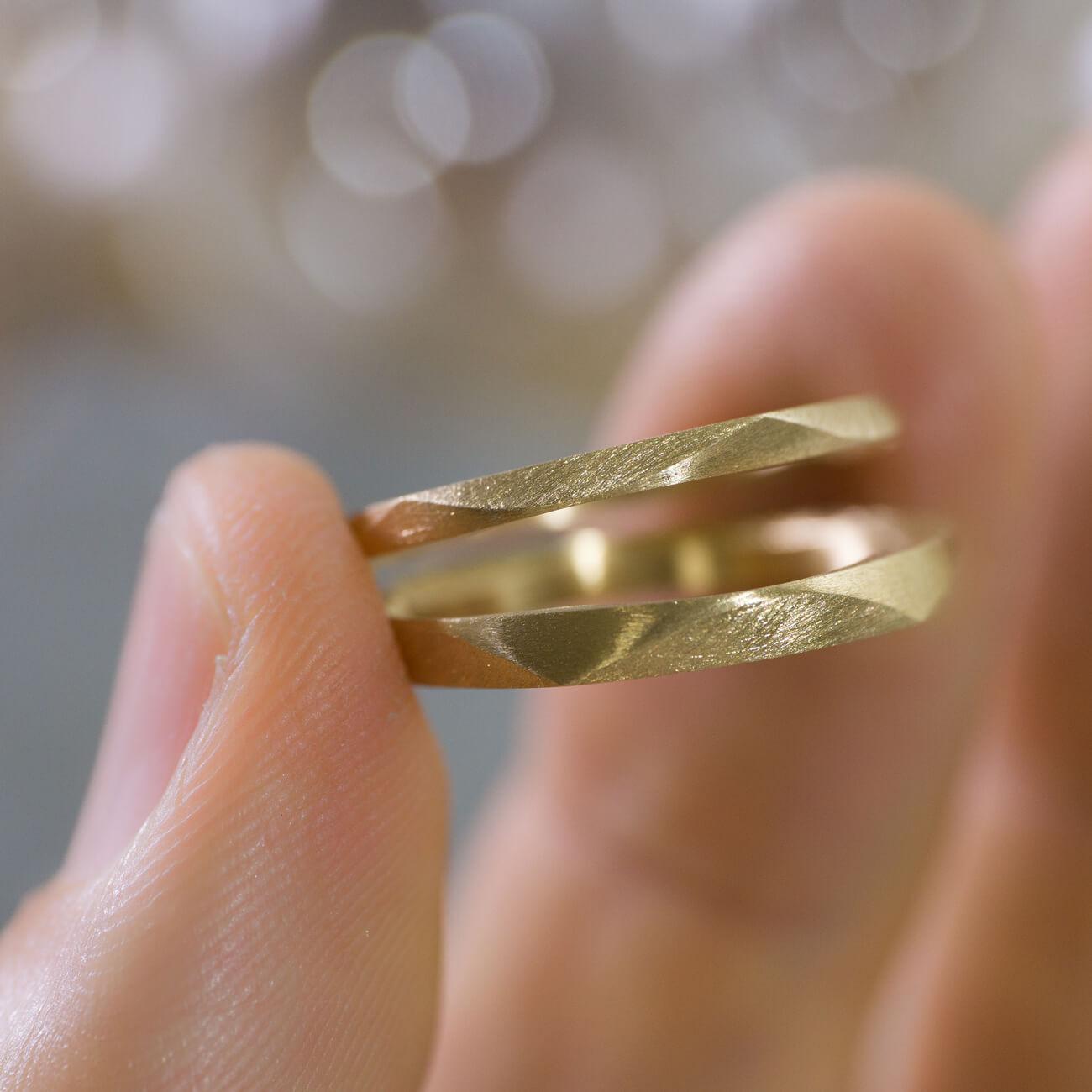 場面1 オーダーメイドマリッジリング ジュエリーのアトリエに指輪 ゴールド 屋久島で作る結婚指輪