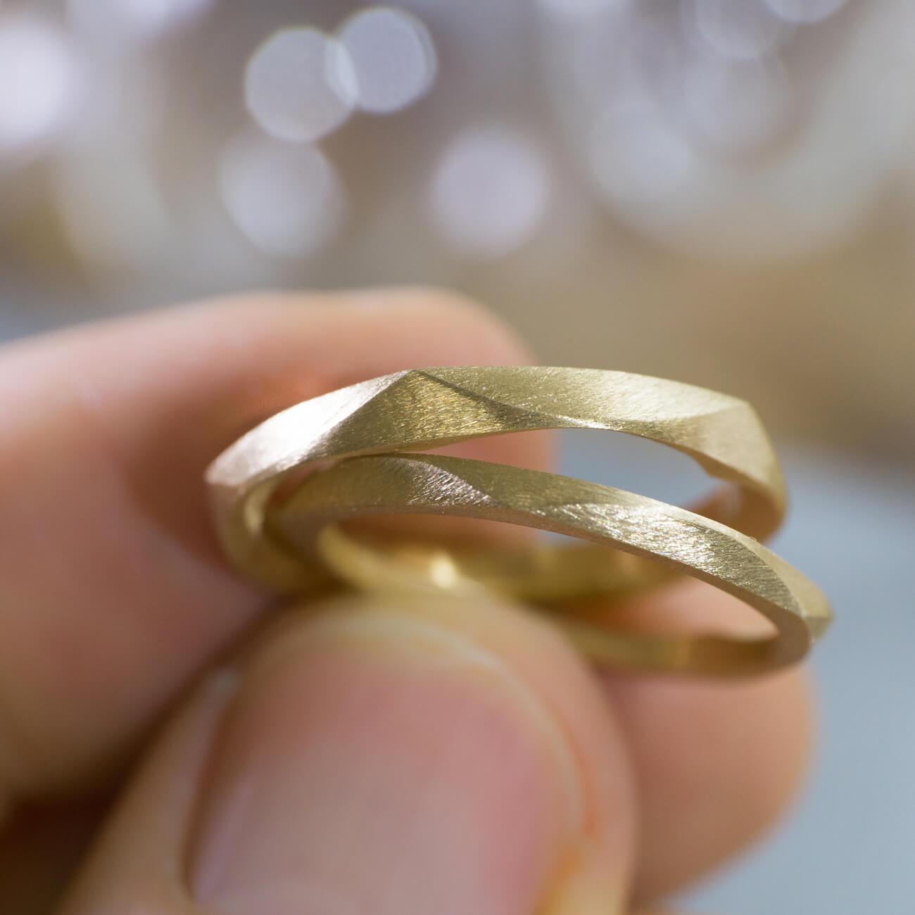 場面2 オーダーメイドマリッジリング ジュエリーのアトリエに指輪 ゴールド 屋久島で作る結婚指輪