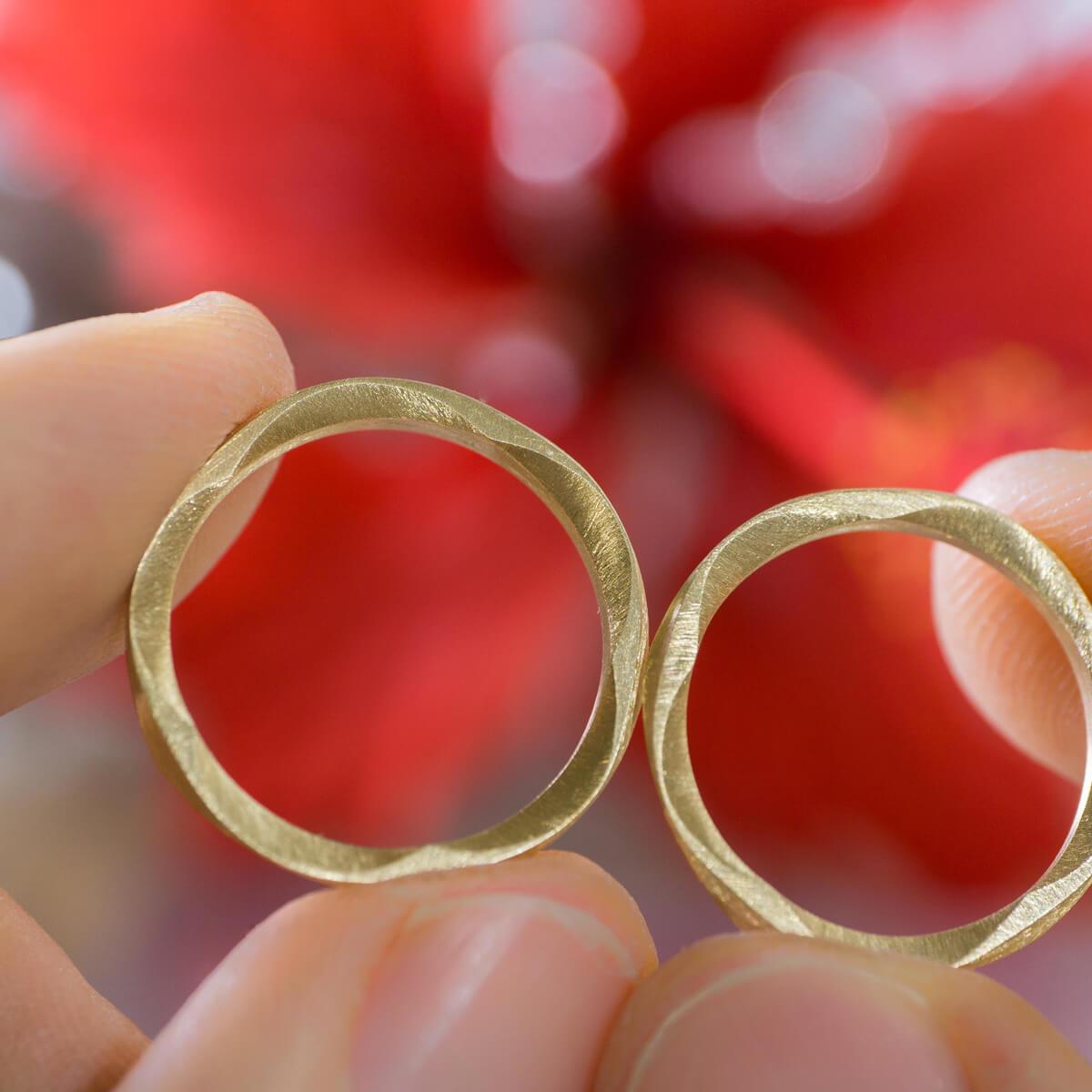 屋久島のハイビスカスとともに オーダーメイドマリッジリング ジュエリーのアトリエに指輪 ゴールド 屋久島で作る結婚指輪 屋久島花とジュエリー