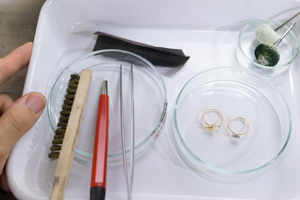 ジュエリーのメンテナンス 作業道具 ゴールドの指輪