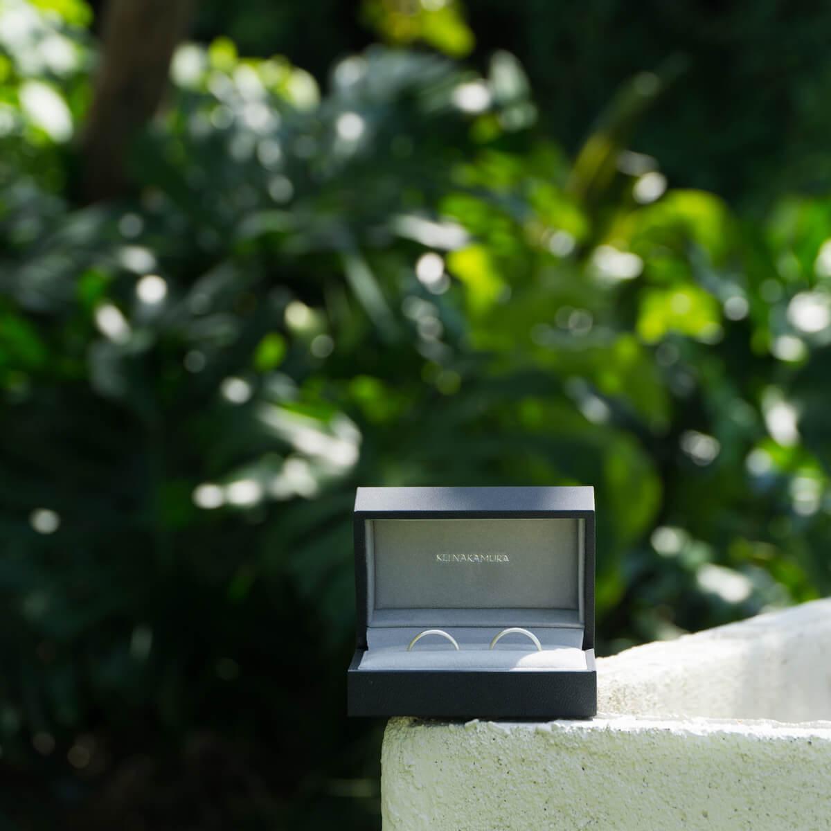 屋久島しずくギャラリー 結婚指輪 屋久島の緑バック 屋久島でつくる結婚指輪