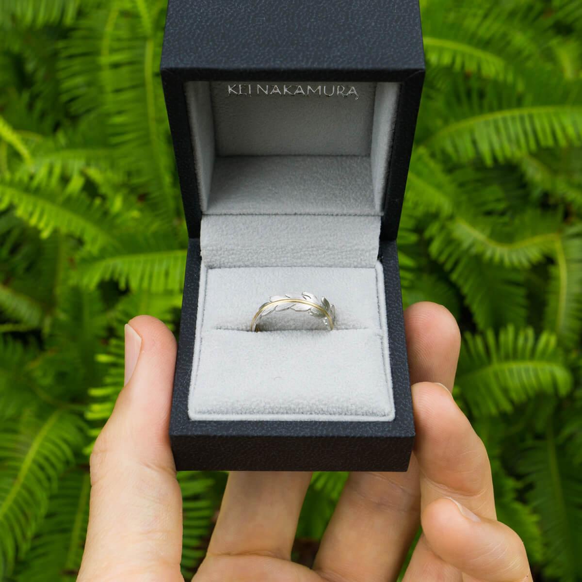 ケースの中、オーダーメイドエンゲージリング 屋久島のシダモチーフ 屋久島のシダバック プラチナ、ゴールド 屋久島でつくる結婚指輪