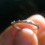 ゴールドリング 屋久島のヒカリ ダイヤモンド 手に持って 屋久島でつくる婚約指輪 オーダーメイドエンゲージリング
