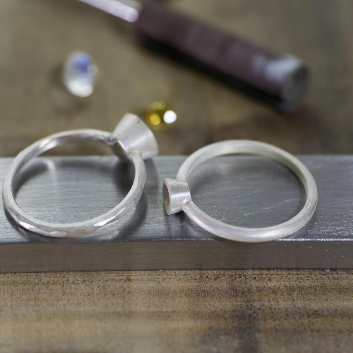 カラーストーンが大好きだから。ムーンストーンとイエローサファイア! 大きな石の指輪を作る。