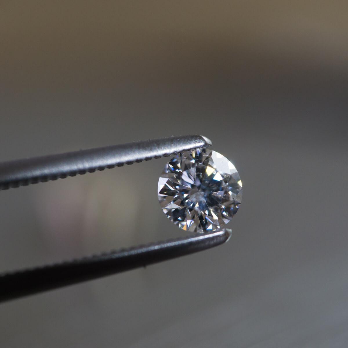 ジュエリーのアトリエ ダイヤモンド、ピンセット オーダーメイドマリッジリングの素材 屋久島でつくる結婚指輪