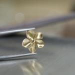 お花のペンダントトップ 制作風景 ジュエリーのアトリエ 屋久島のプルメリア ゴールド 屋久島でオーダーメイドジュエリー