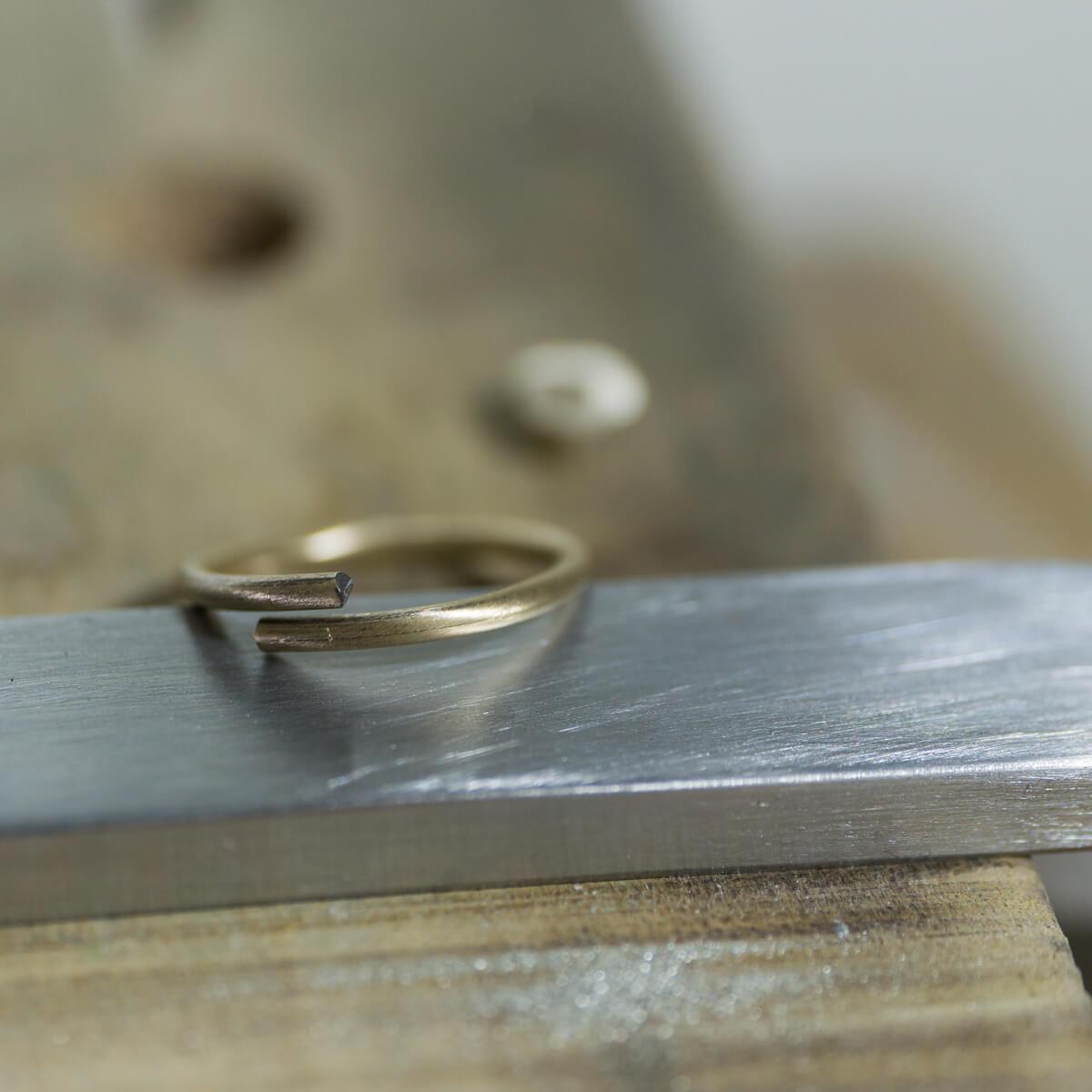 オーダーメイド結婚指輪の制作風景 ジュエリーのアトリエ シャンパンゴールド 指輪 屋久島でつくる結婚指輪