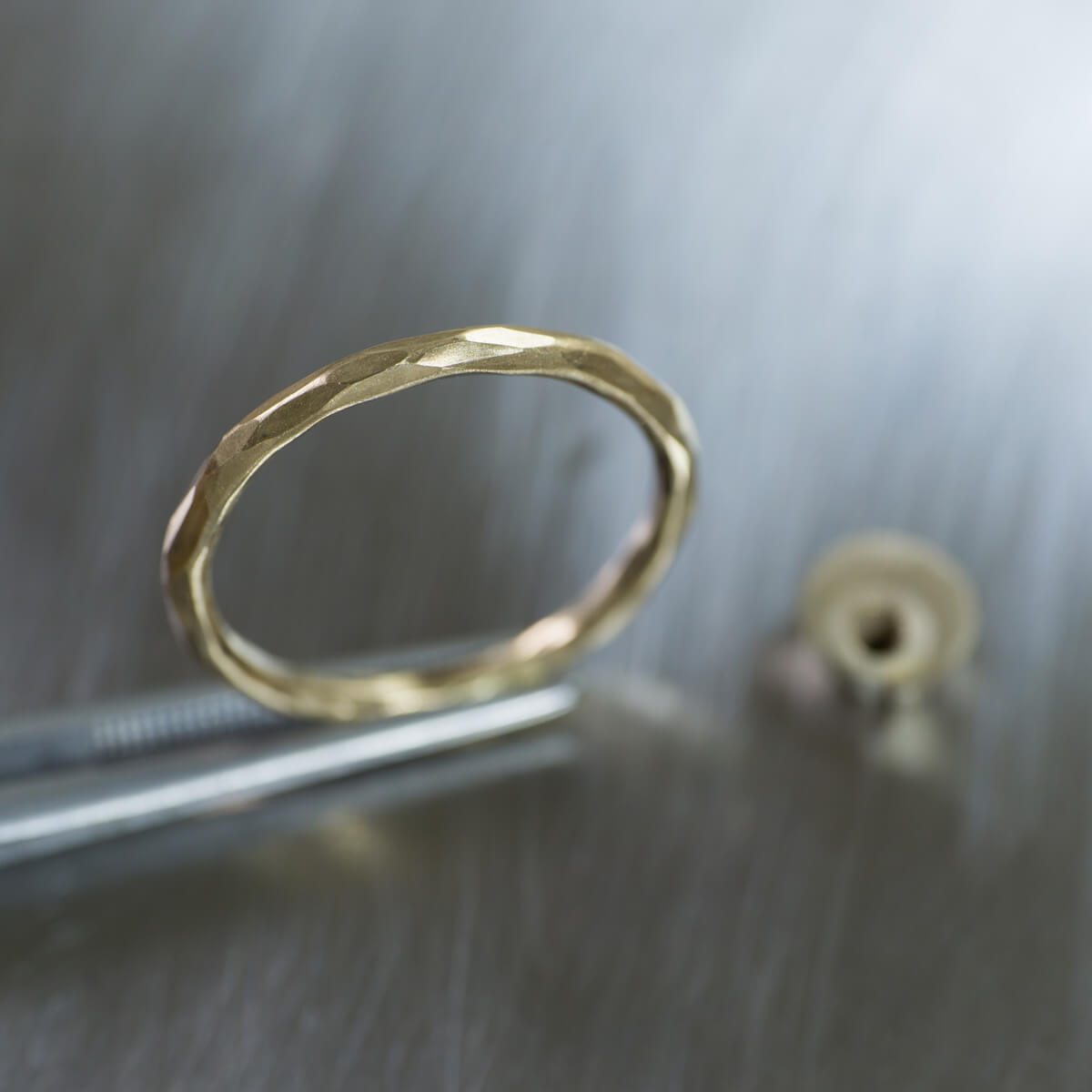場面2 オーダーメイド結婚指輪の制作風景 ジュエリーのアトリエ シャンパンゴールド 指輪 屋久島でつくる結婚指輪