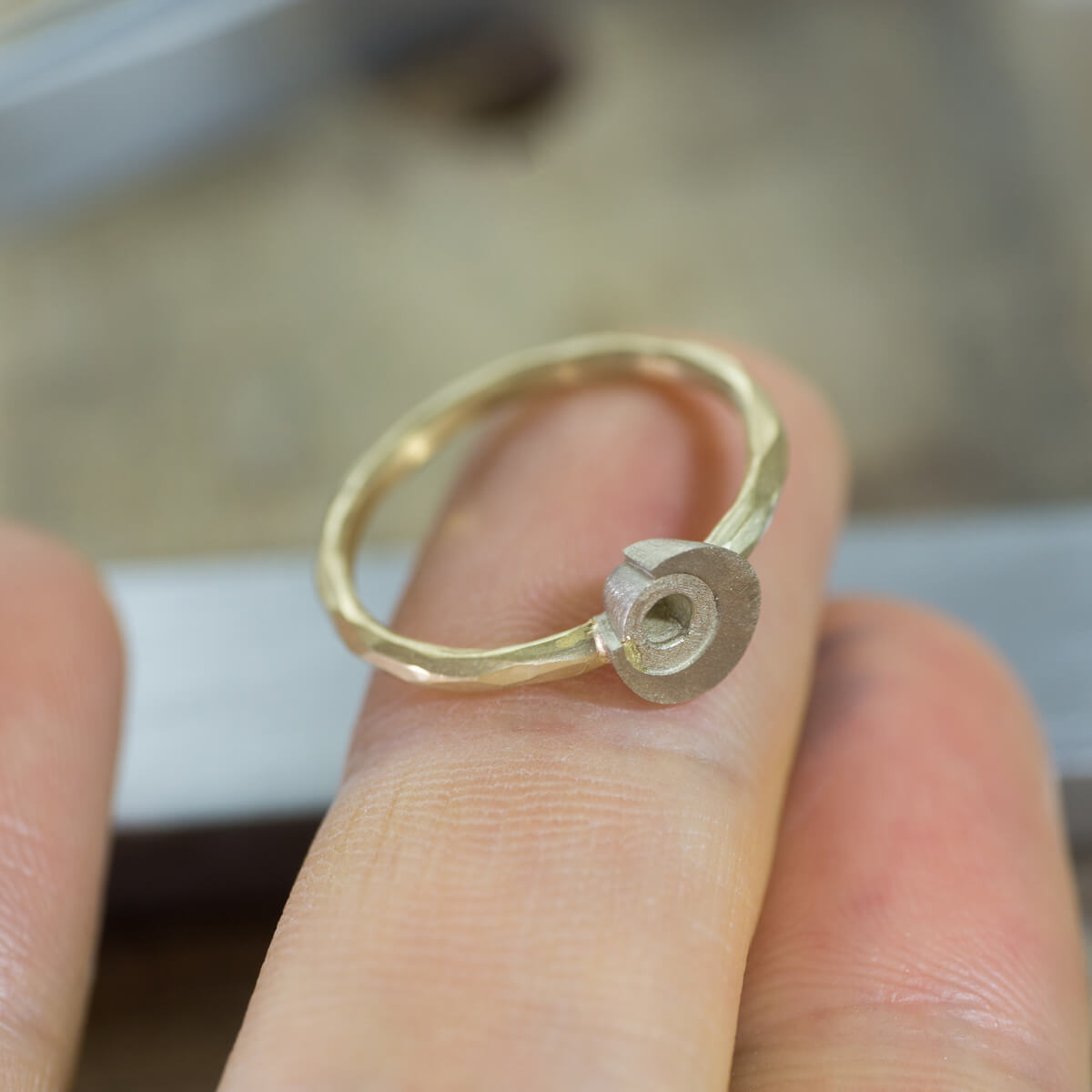 オーダーメイドマリッジリングの制作風景 ジュエリーのアトリエ 屋久島の月モチーフ ゴールド 屋久島でつくる結婚指輪
