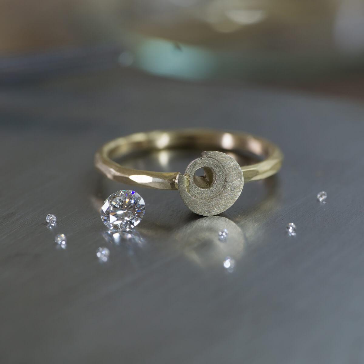 オーダーメイドマリッジリングの制作風景 ジュエリーのアトリエ 屋久島の月モチーフ ゴールド、ダイヤモンド 屋久島でつくる結婚指輪