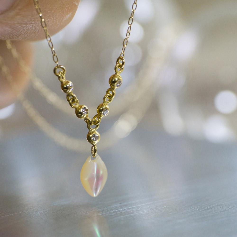 ジュエリーの磨き直し 屋久島 夜光貝のネックレス ゴールド、ダイヤモンド