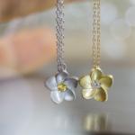 花のネックレス シルバー、ゴールド、ダイヤモンド、サファイア 屋久島のプルメリア ジュエリーのアトリエ オーダーメイドジュエリー