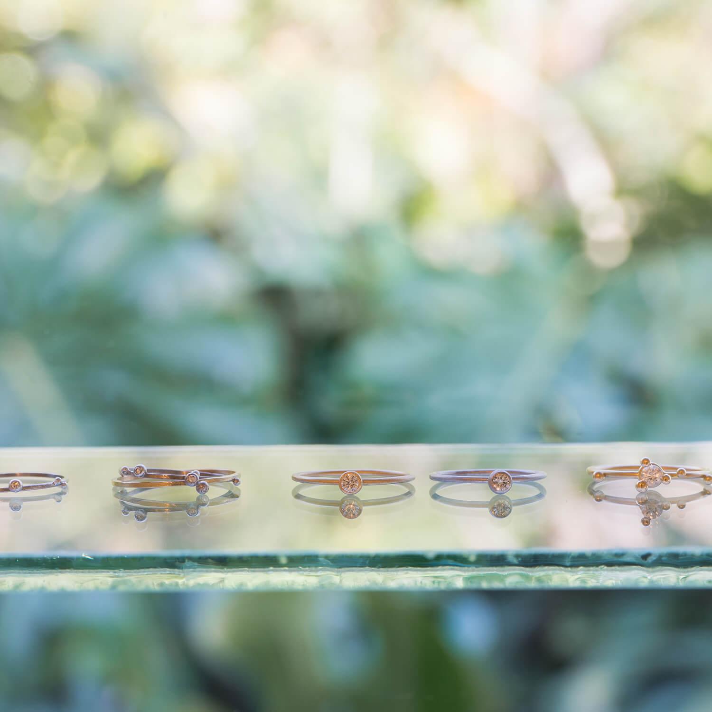 屋久島しずくギャラリー ジュエリーのディスプレイ ゴールド、プラチナ、ダイヤモンド 屋久島でつくる結婚指輪 屋久島の自然モチーフ