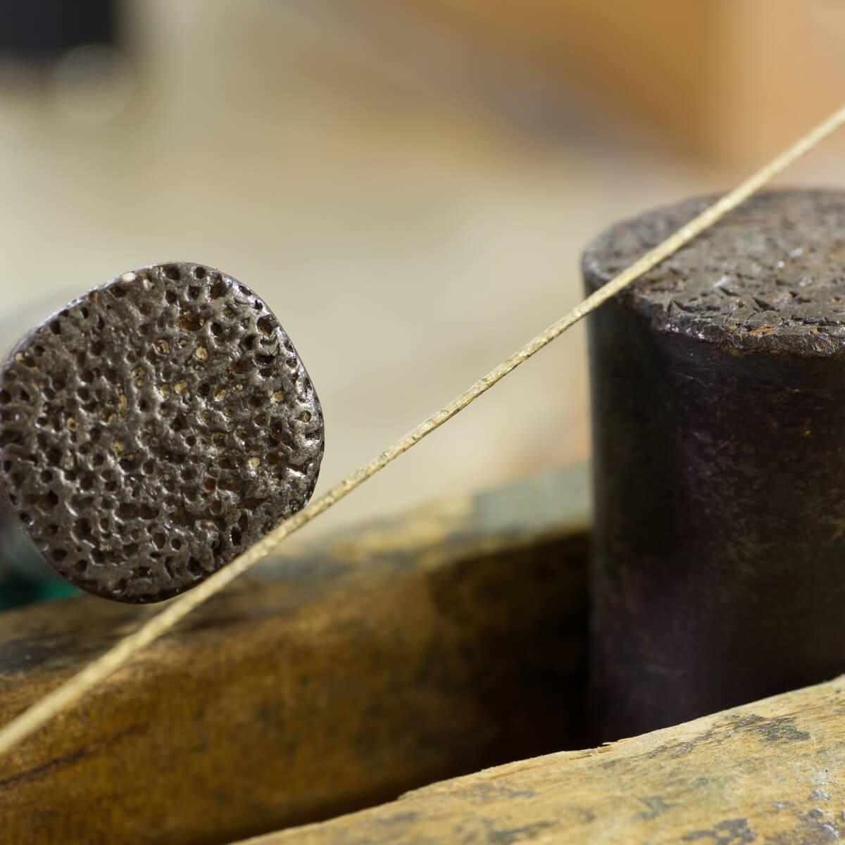 オーダーメイドジュエリーの制作過程 ジュエリーのアトリエ ゴールドの線 屋久島でハンドメイドピアス