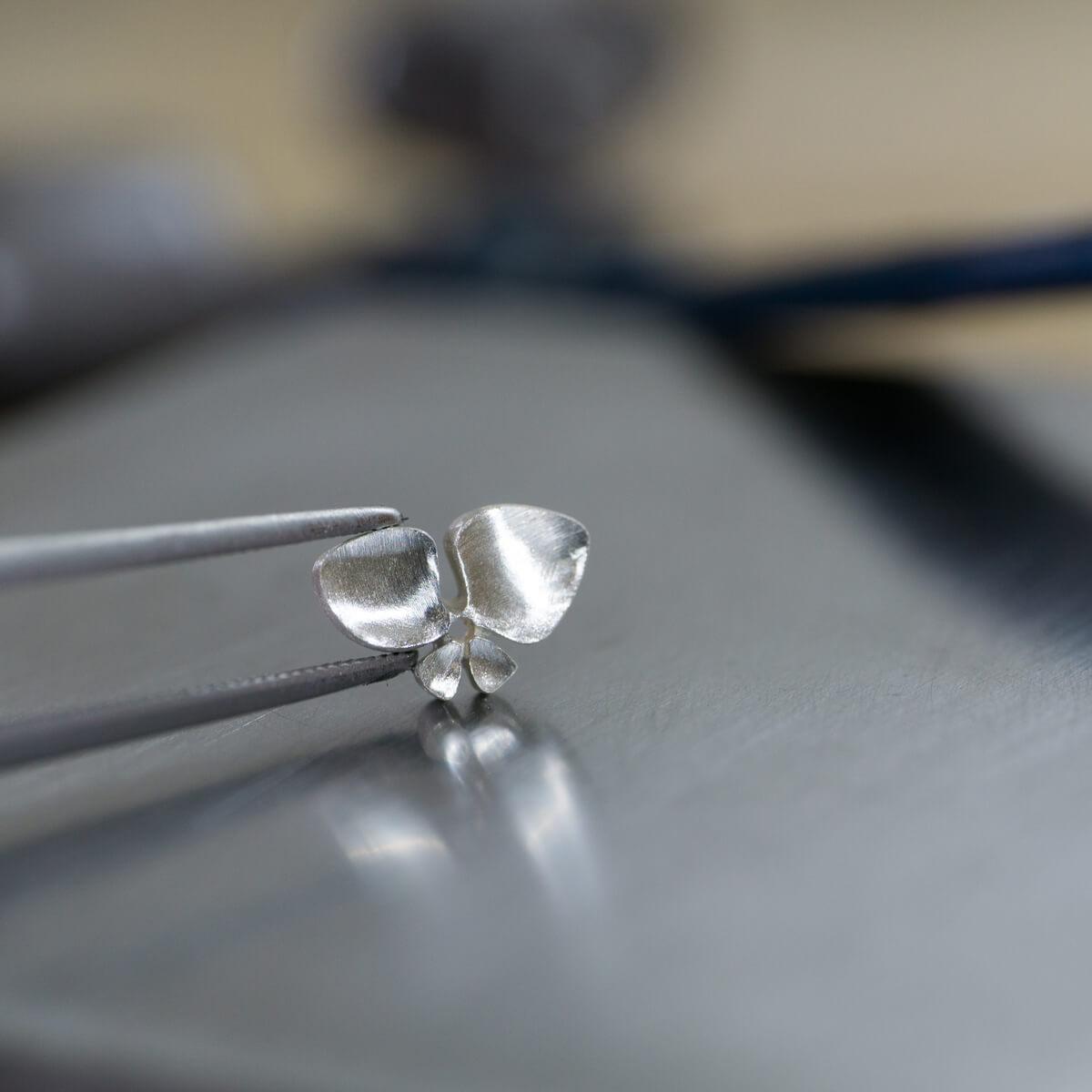 オーダーメイドジュエリーの制作風景 ジュエリーのアトリエ シルバー 屋久島のツユクサモチーフ 屋久島でつくる結婚指輪