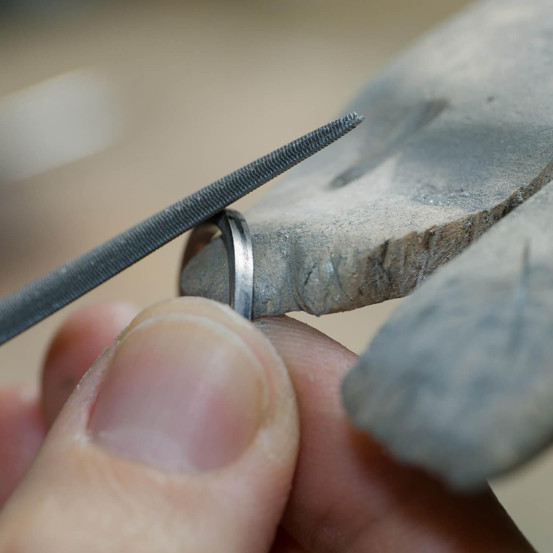 場面2 オーダーメイドマリッジリングの制作過程 屋久島ジュエリーのアトリエ 屋久島でつくる結婚指輪