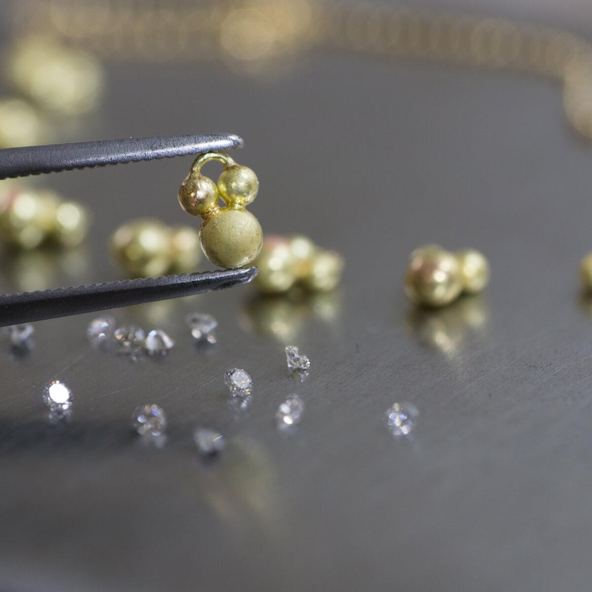 オーダーメイドジュエリーの制作過程 ジュエリーのアトリエ ゴールド、ダイヤモンド 屋久島雨のしずくブレスレット 屋久島でつくる結婚指輪