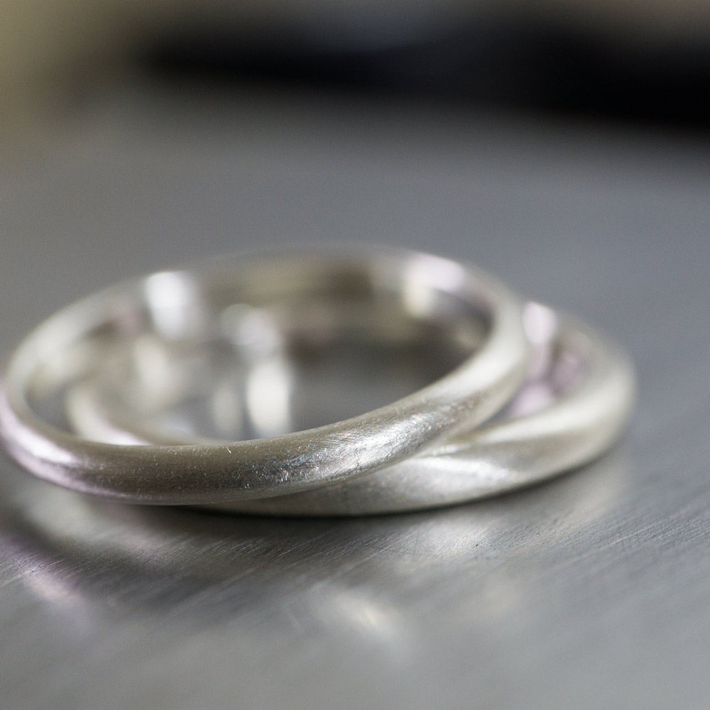 場面3 オーダーメイドマリッジリングの制作風景 ジュエリーの作業場 シルバーでサンプル 屋久島で作る結婚指輪