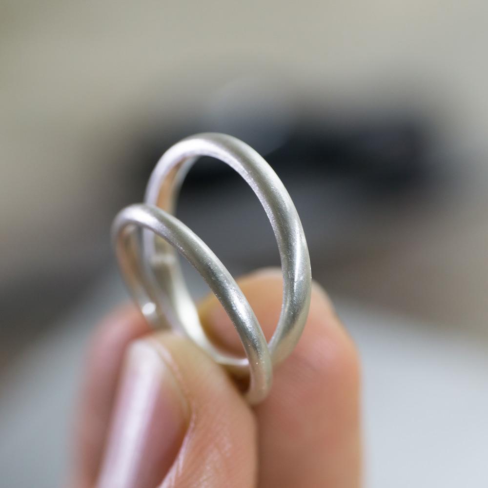 場面2 オーダーメイドマリッジリングの制作風景 ジュエリーの作業場 シルバーでサンプル 屋久島で作る結婚指輪