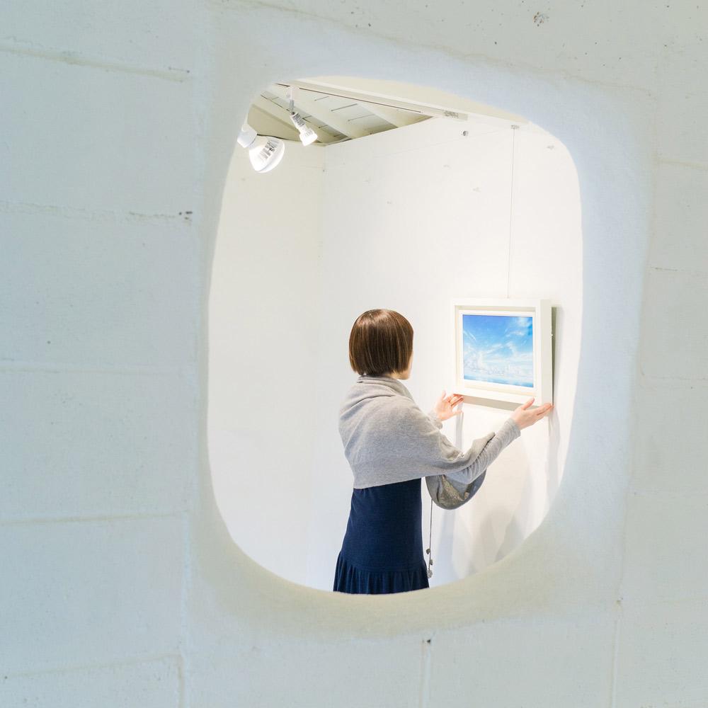屋久島しずくギャラリー 絵画の部屋 高田裕子 作品準備風景