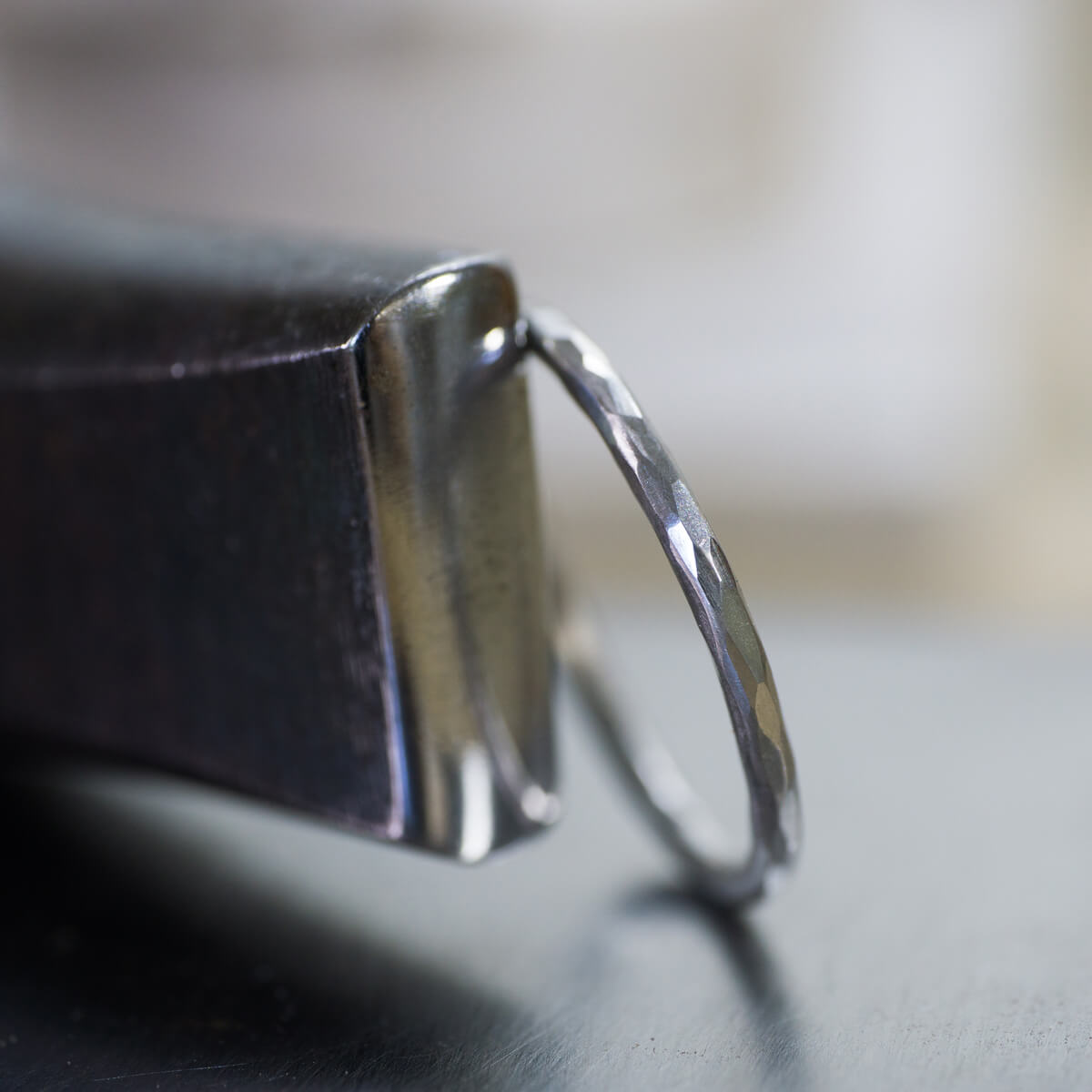 オーダーメイドマリッジリングの制作風景 ジュエリーの工房に指輪 プラチナ 屋久島でつくる結婚指輪