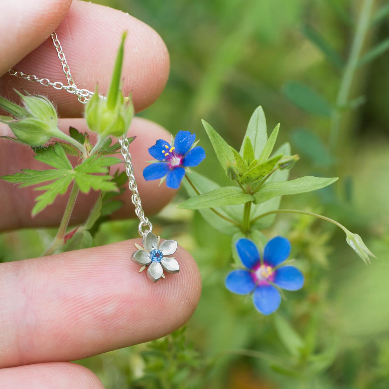 お花のネックレス 屋久島のルリハコベモチーフ 屋久島の花とともに シルバー、ゴールド 屋久島でオーダーメイドジュエリー