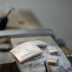 屋久島ジュエリーのアトリエ オーダーメイドジュエリーの制作風景 屋久島の夜光貝
