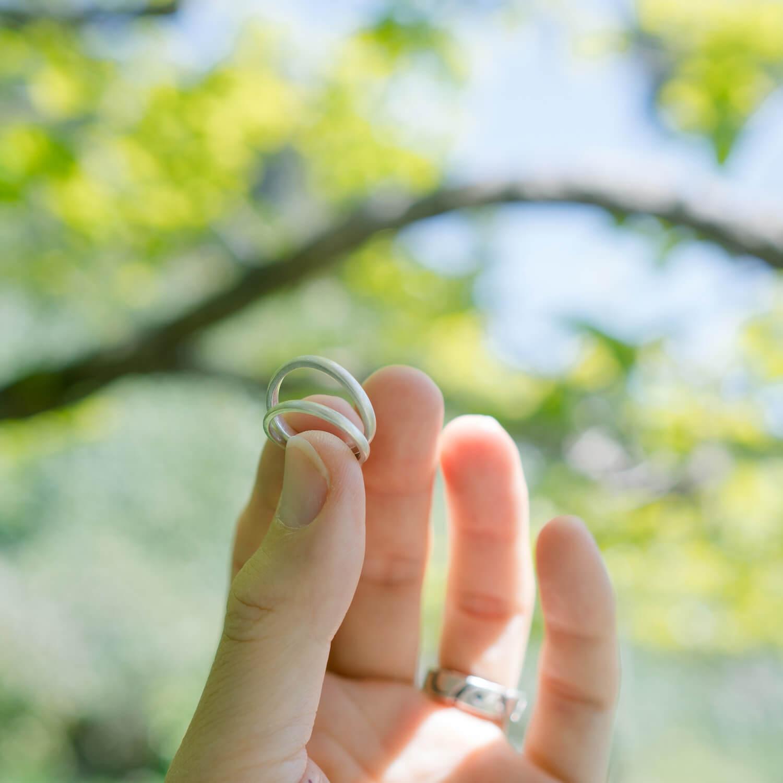 屋久島の緑バック テニシルバーリング オーダーメイドマリッジリングのサンプル 屋久島でつくる結婚指輪