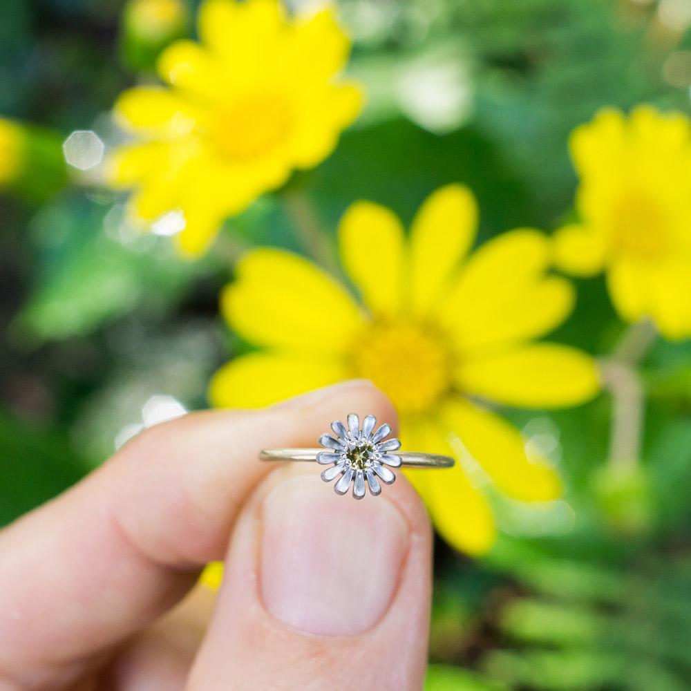 屋久島のツワブキと お花の指輪 イエローサファイア、プラチナ、ゴールド 屋久島でつくる婚約指輪