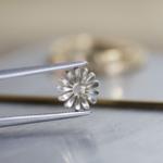 オーダーメイドエンゲージリングの制作風景 ジュエリーのアトリエに指輪 プラチナ、ゴールド 屋久島で作る結婚指輪