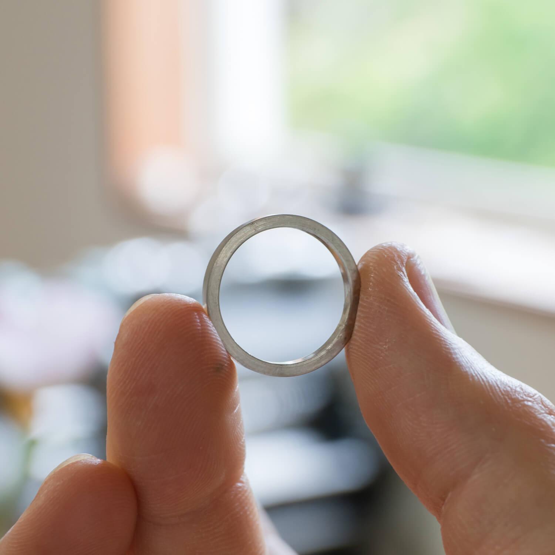 場面3 オーダーメイドマリッジリングの制作風景 屋久島ジュエリーのアトリエ プラチナ  屋久島でつくる結婚指輪