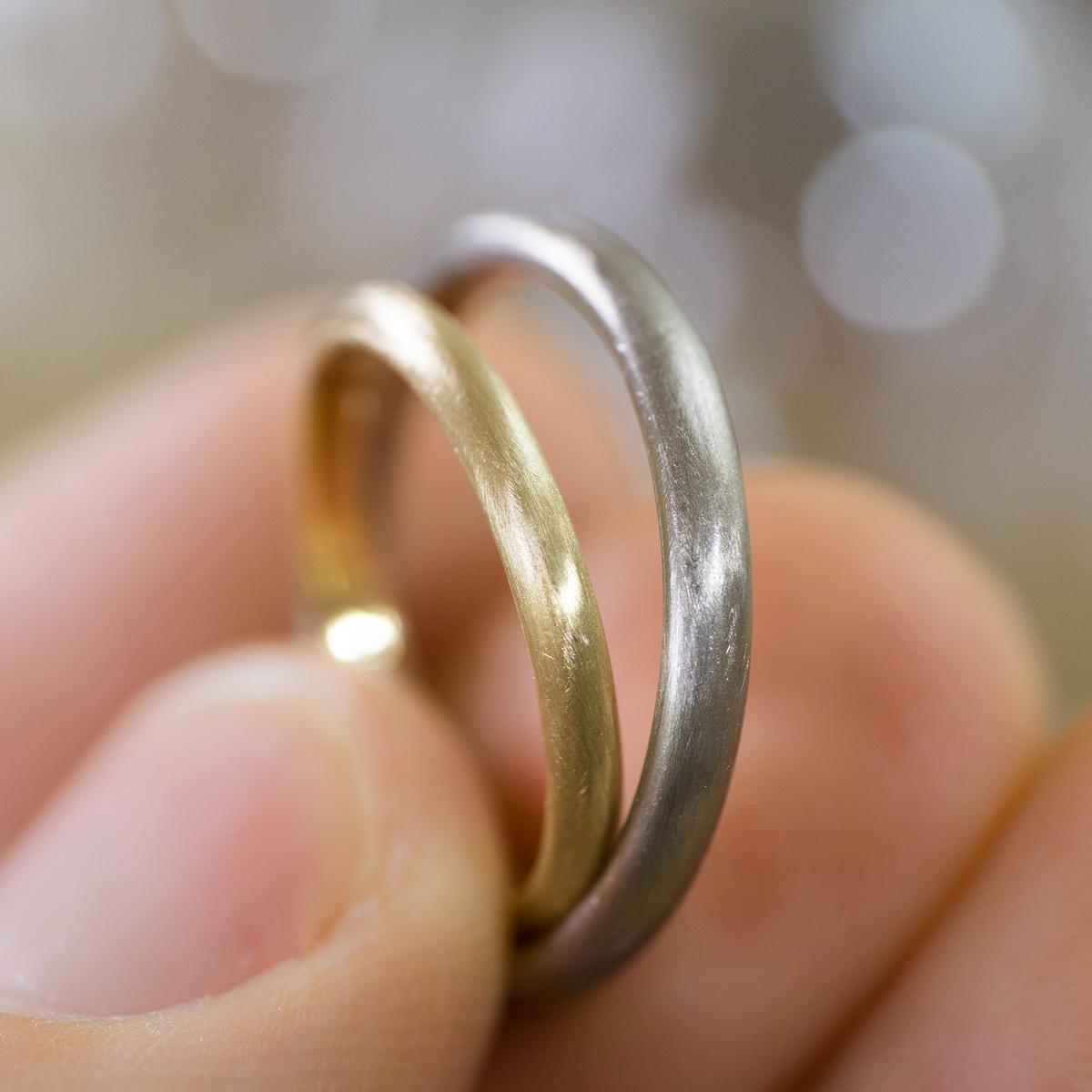 手に持って2 オーダーメイドマリッジリング ジュエリーのアトリエ ゴールド 屋久島でつくる結婚指輪