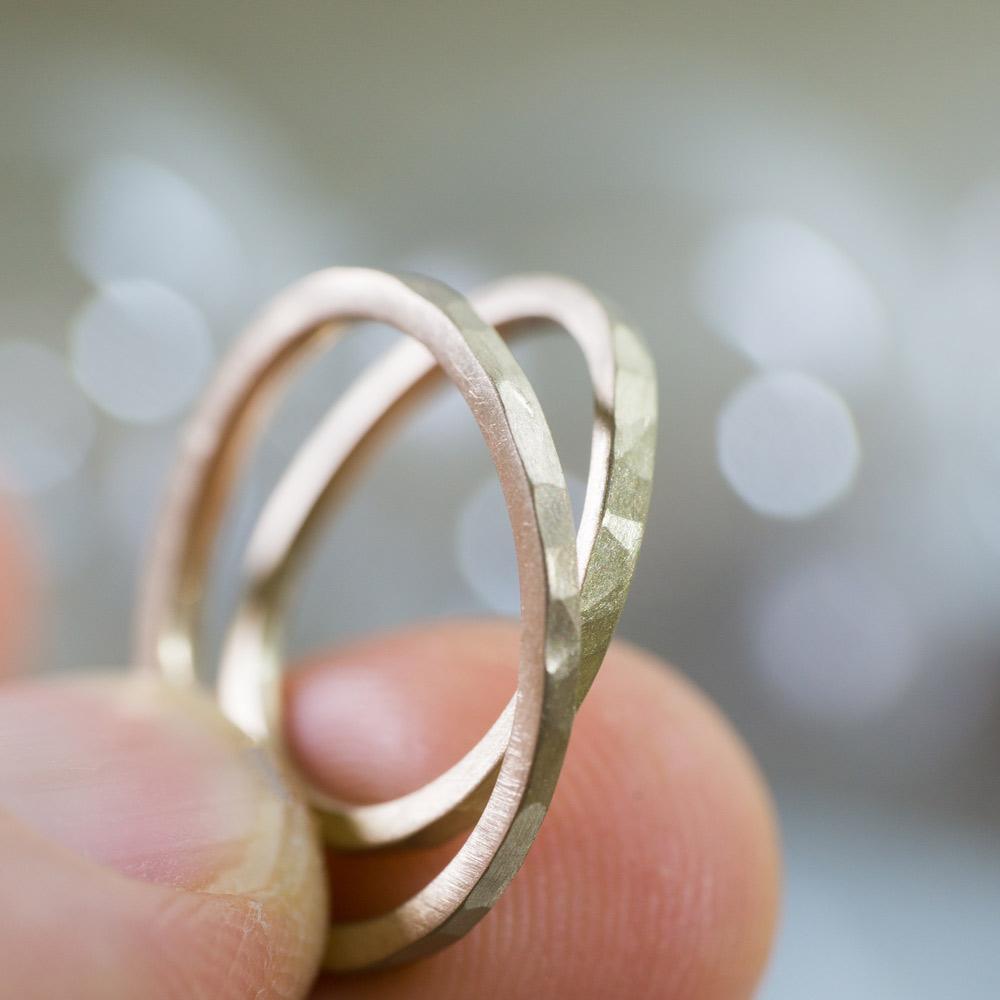 場面3 オーダーメイドマリッジリング ジュエリーのアトリエに指輪 ゴールド 屋久島で作る結婚指輪
