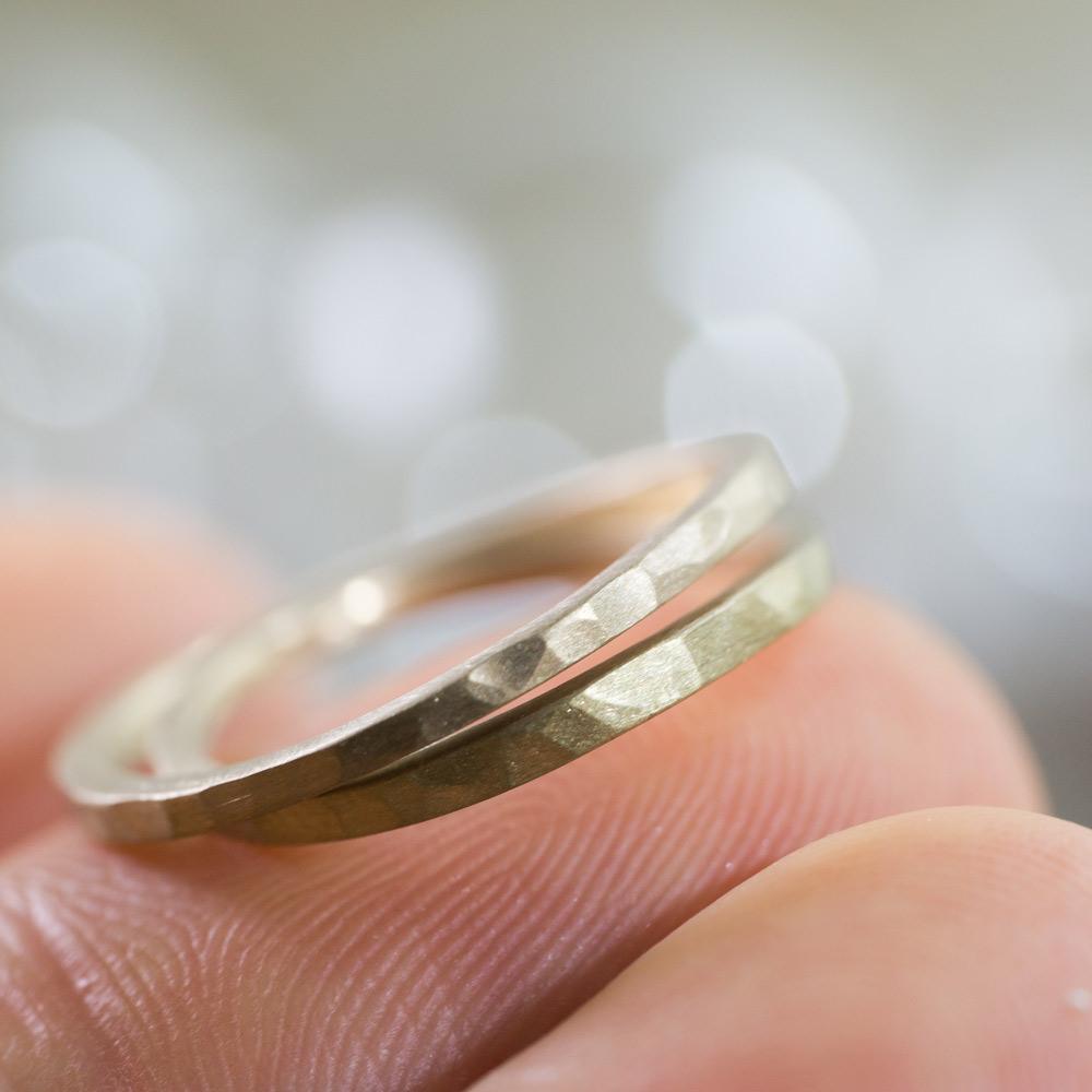 場面4 オーダーメイドマリッジリング ジュエリーのアトリエに指輪 ゴールド 屋久島で作る結婚指輪