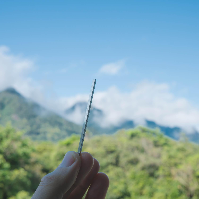 屋久島の山々バック オーダーメイドマリッジリングの素材 プラチナ 屋久島でつくる結婚指輪