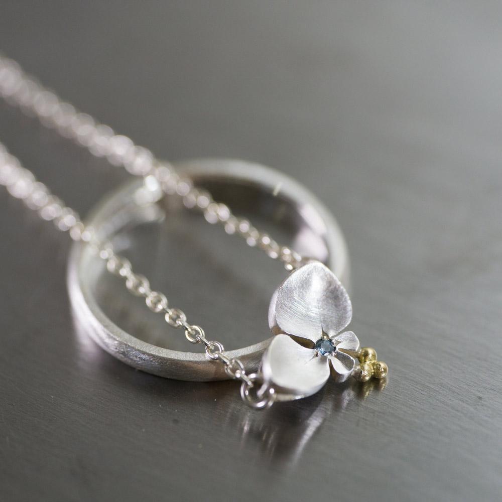 オーダーメイドマリッジリング、お花のネックレス 屋久島のツユクサ シルバー、ゴールド 屋久島で作る結婚指輪