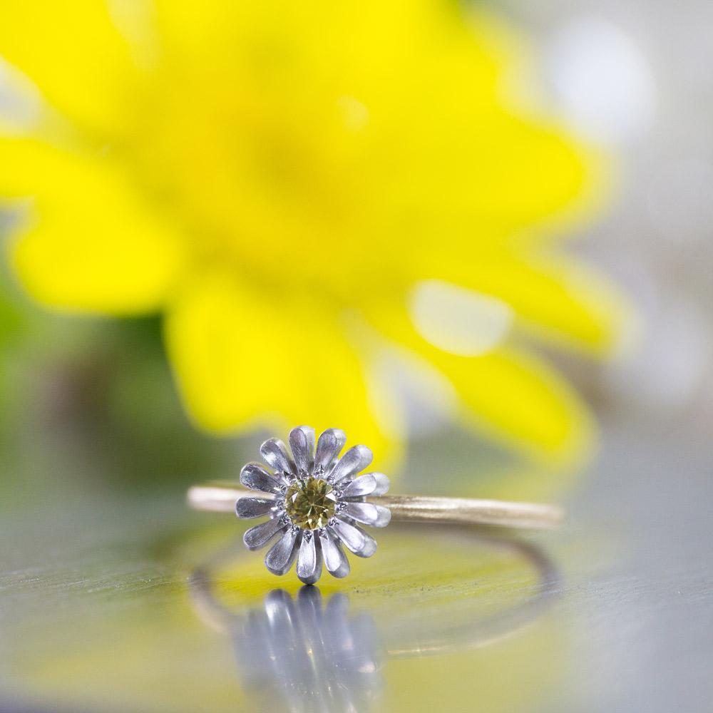 角度2 オーダーメイドエンゲージリング ジュエリーのアトリエに指輪 ゴールド 屋久島のツワブキモチーフ 屋久島で作る結婚指輪