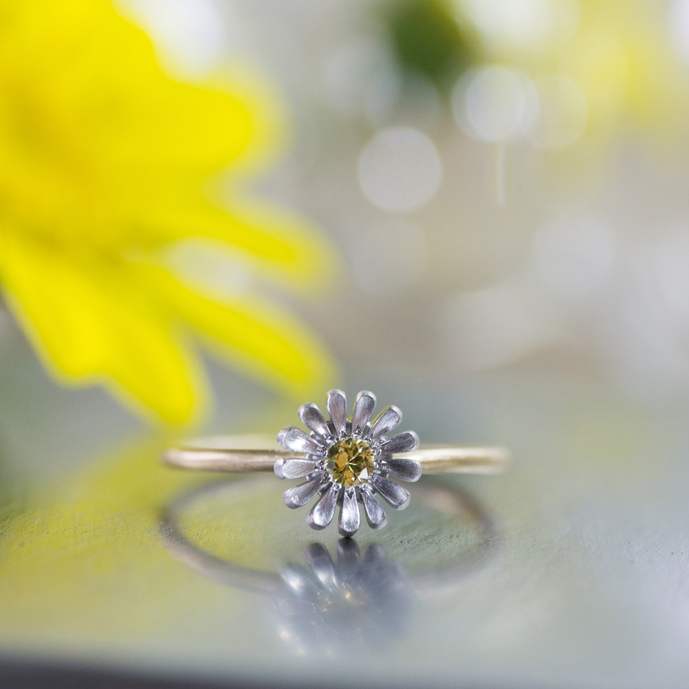 オーダーメイドエンゲージリング ジュエリーのアトリエに指輪 ゴールド 屋久島のツワブキモチーフ 屋久島で作る結婚指輪
