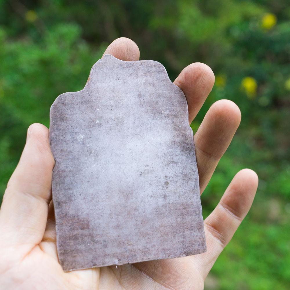 屋久島の緑バック シルバーのプレート オーダーメイドジュエリーの素材