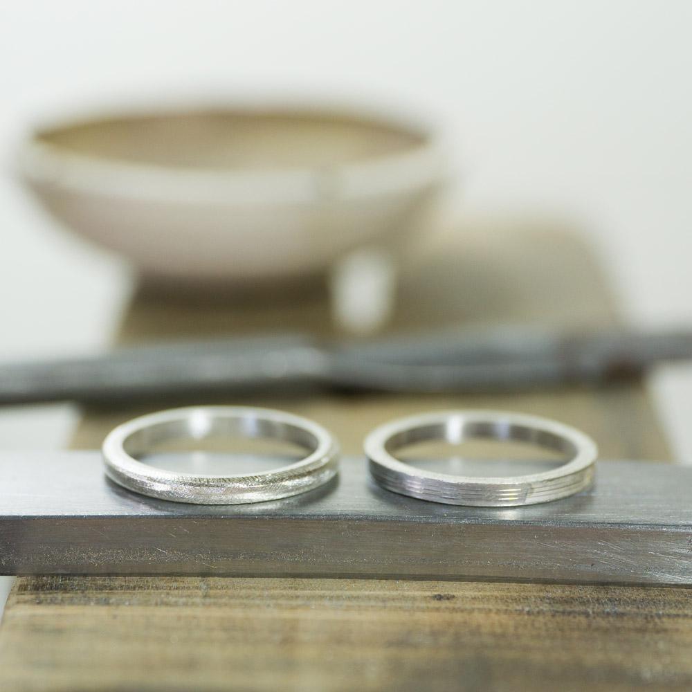 オーダーメイドマリッジリングの制作風景 ジュエリーのアトリエ 作業場にサンプルリング シルバー 屋久島で作る結婚指輪