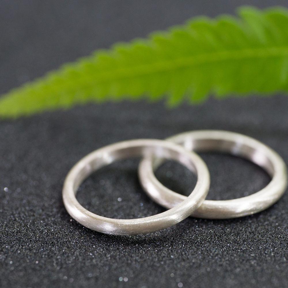 オーダーメイドマリッジリングのサンプルリング ジュエリーのアトリエ 作業場に指輪 シルバー 屋久島で作る結婚指輪