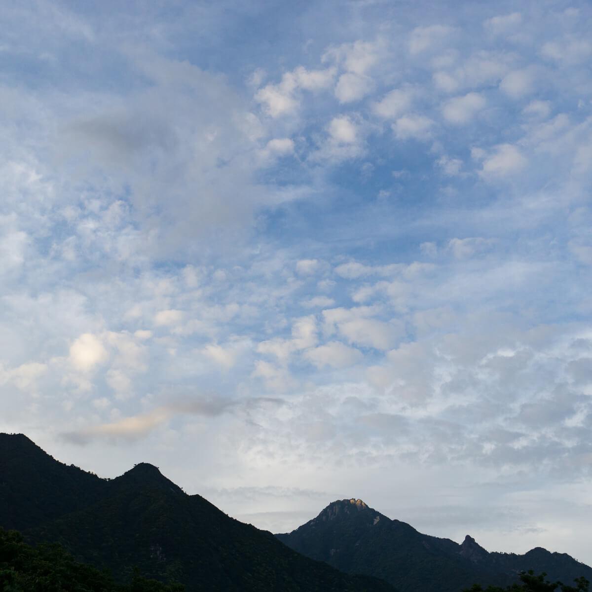 屋久島の山々、空 屋久島日々の暮らしとジュエリー オーダーメイドジュエリーのモチーフ