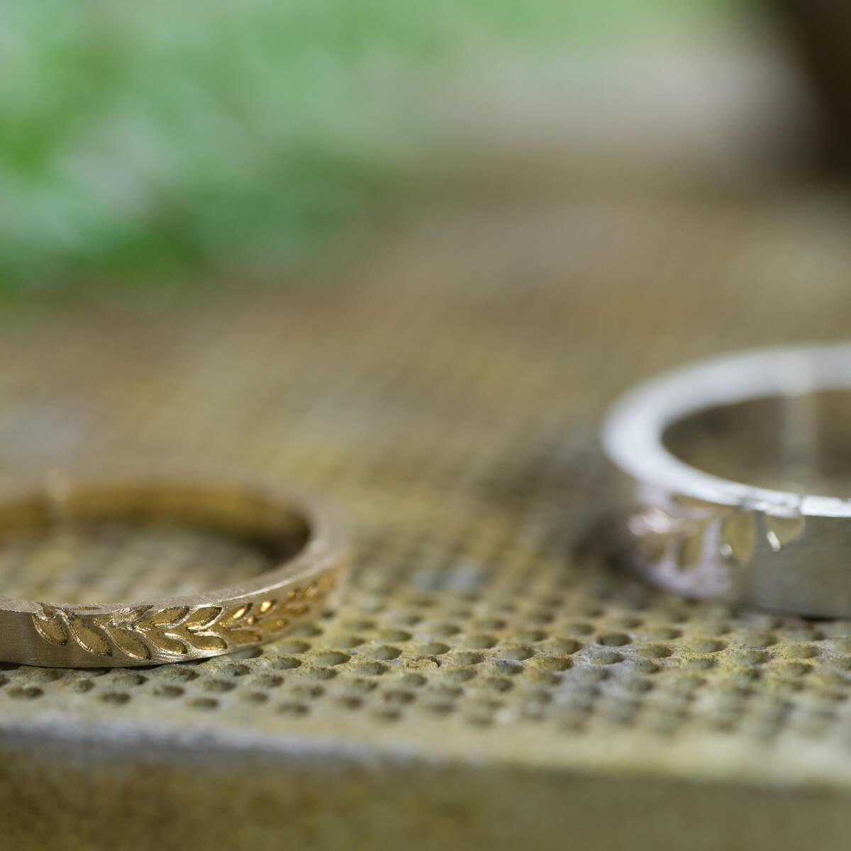 オーダーメイドマリッジリングの制作風景 ジュエリーのアトリエ 結婚指輪2本 ゴールド、シルバー 屋久島のシダモチーフ 屋久島でつくる結婚指輪