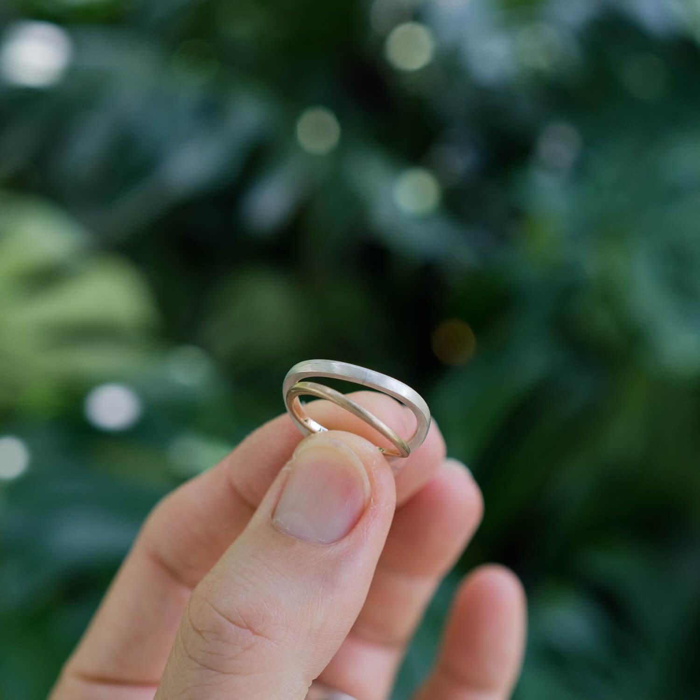 屋久島の緑バック ゴールドリング、シルバーリング 結婚指輪のサンプルリング 屋久島でつくる結婚指輪