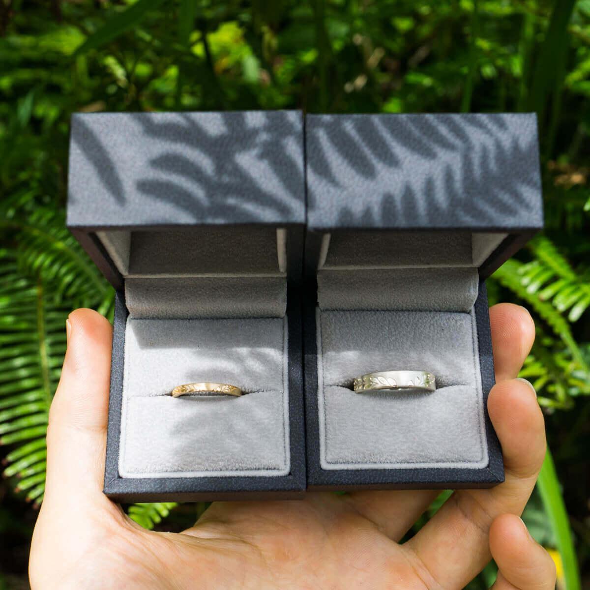 ジュエリーケースの中にオーダーメイドマリッジリング 屋久島のシダの影 シルバー、ゴールド 屋久島でつくる結婚指輪